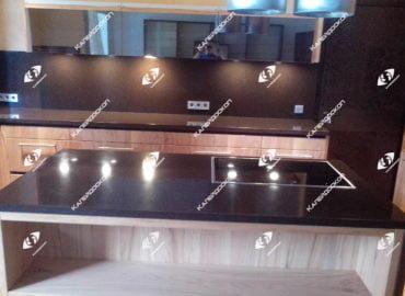 Столешница для кухни со стеновой панелью из акрилового камня