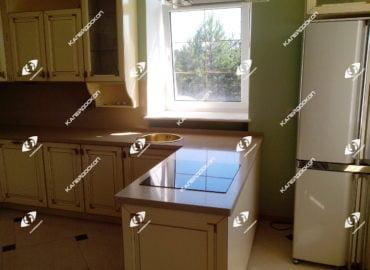 Столешница для кухни из кварцевого камня с круглой накладной мойкой