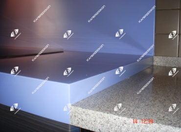 Столешница для кухни двухуровневая из разных цветов акрилового камня