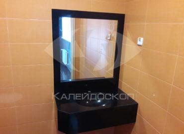 Столешница из черного акрилового камня для ванной комнаты с зеркалом